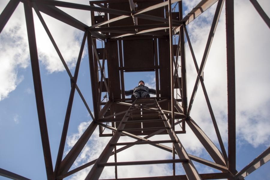 Apšvietimo prožektorių bokštas