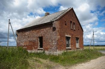 Apleistas namas netoli Šerių kaimo