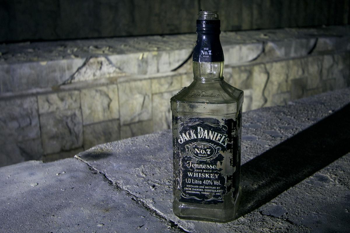 Tuščias viskio butelis