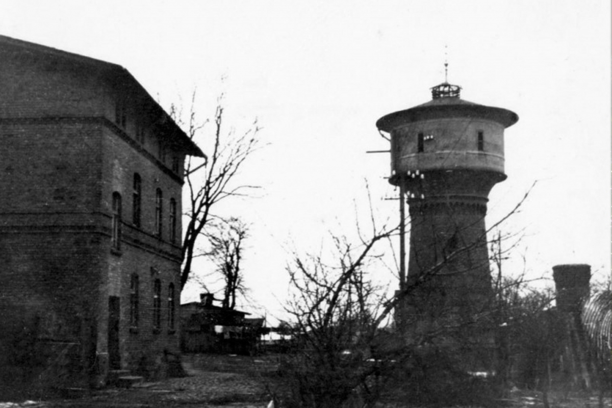 Vandens bokštas Bajoruose, 1945 m.