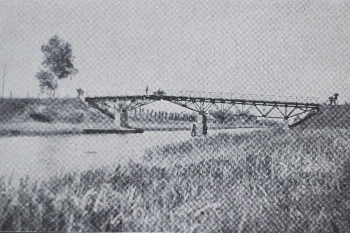 Tilto sena nuotrauka