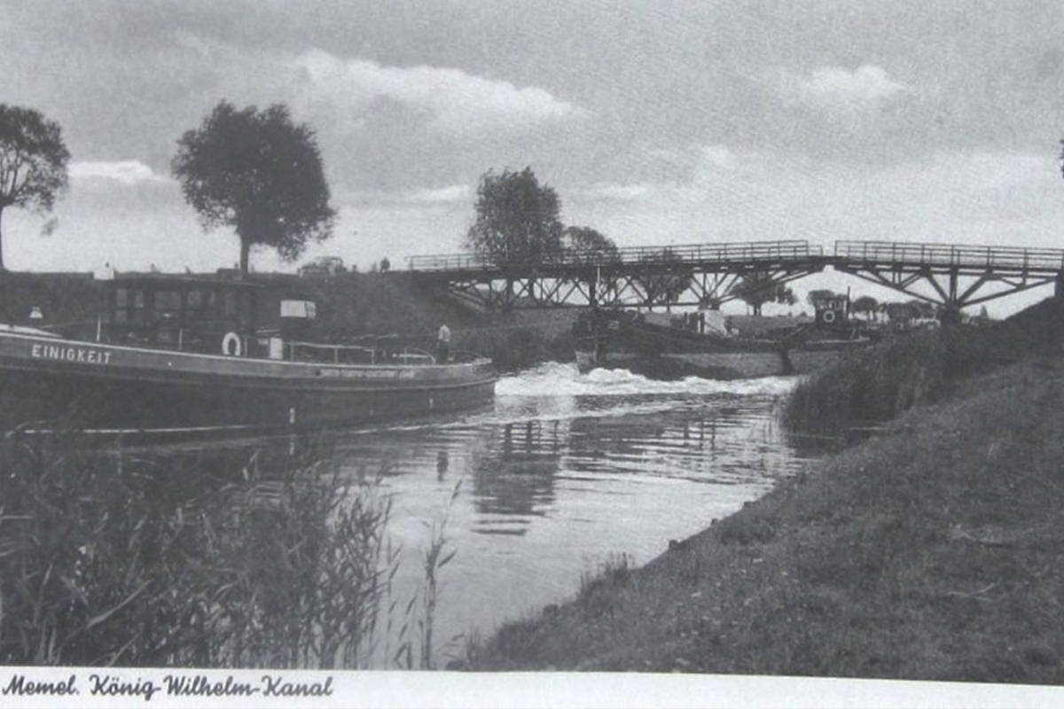 Sena tilto nuotrauka