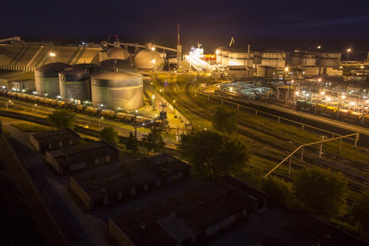Vaizdas į naftos bazę