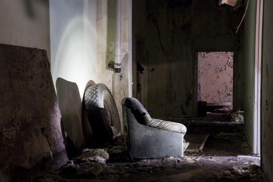 Fotelis koridoriuje
