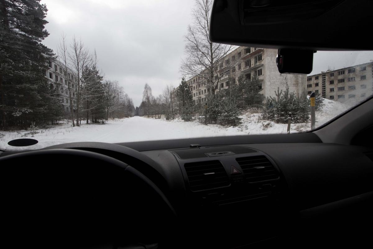 Miestelis pro automobilio langą