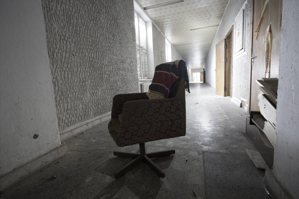 Krėslas koridoriuje