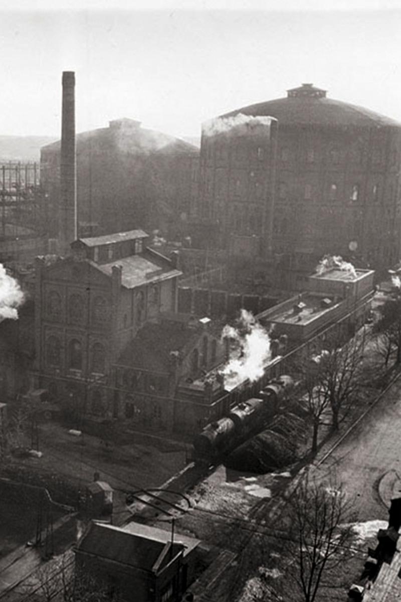 Varšuvos dujų saugyklos sena nuotrauka